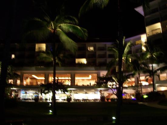 Shangri-La's Mactan Resort & Spa: Back of the Hotel