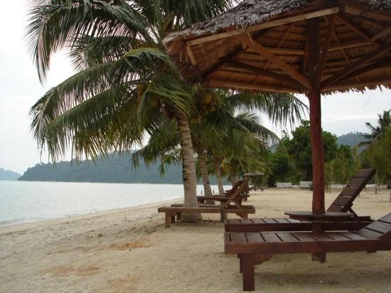 Swiss-Garden Beach Resort Damai Laut: Plage principale