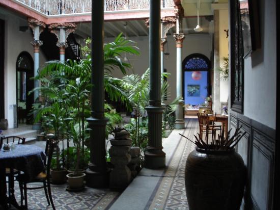 Cheong Fatt Tze - The Blue Mansion: Salle de restaurant