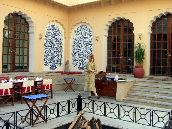 The Oberoi Vanyavilas: outdoor dining area