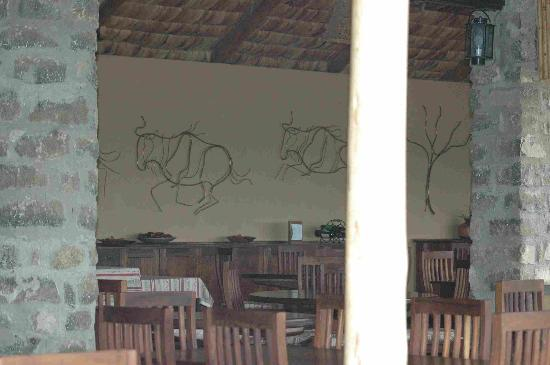 Ndutu Safari Lodge : Open air dining room