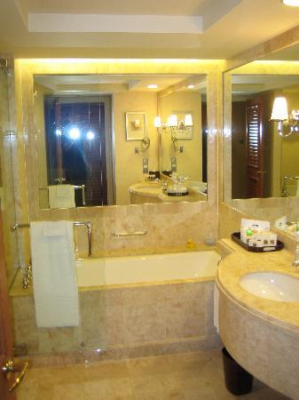 Conrad Centennial Singapore : Bath