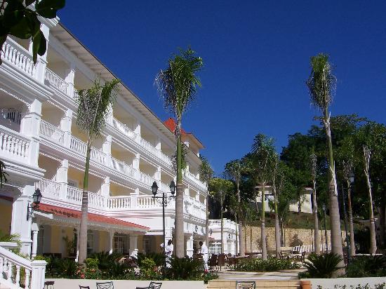 Luxury Bahia Principe Cayo Levantado Don Pablo Collection: main building