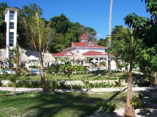 Luxury Bahia Principe Cayo Levantado Don Pablo Collection: Pool area