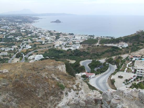 Kokalakis Beach Hotel: View from Kefalos village down to Kamari Bay
