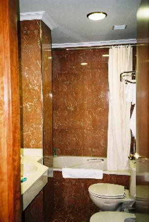Hotel Rua: Room  32 Bathroom