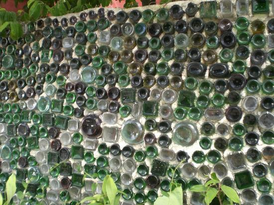 Posada Luna del Sur : Charlie's Bottle Wall in Tulum