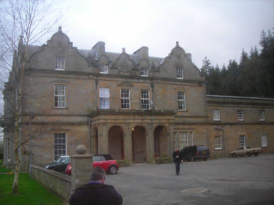 Baskerville Hall Hotel: Front of the Hotel