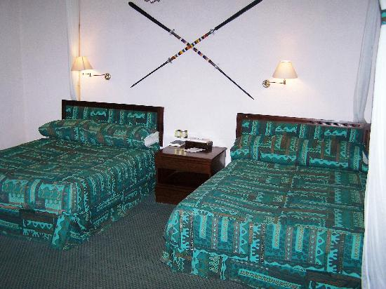 Tarangire Sopa Lodge : Two big beds in Room at Tarangire