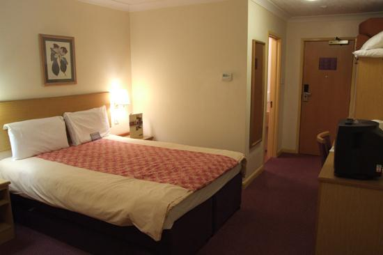 Premier Inn Manchester Airport (Heald Green) Hotel: another look at the room