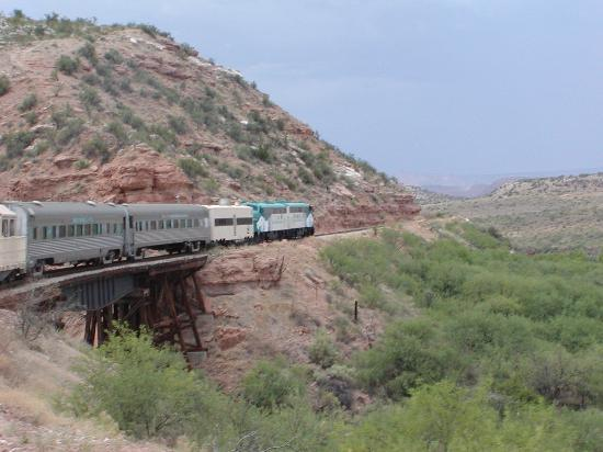 Verde Canyon Railroad: Engine crossing a bridge