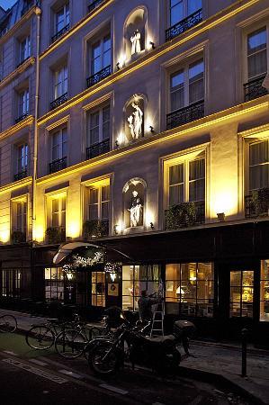 Hotel de Fleurie: Facade of the hotel