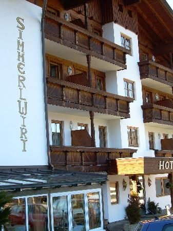 Hotel Simmerlwirt: Front/Side of Hotel Simmerwirt