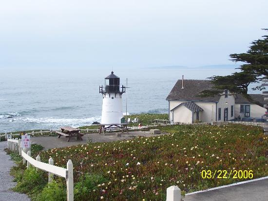HI-Point Montara Lighthouse: Breathtaking