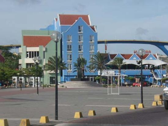 Otrobanda Hotel and Casino: front of the hotel
