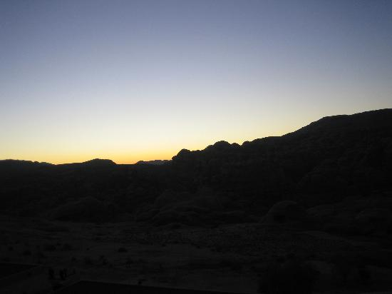 Crowne Plaza Resort Petra: vsunset view from hotel