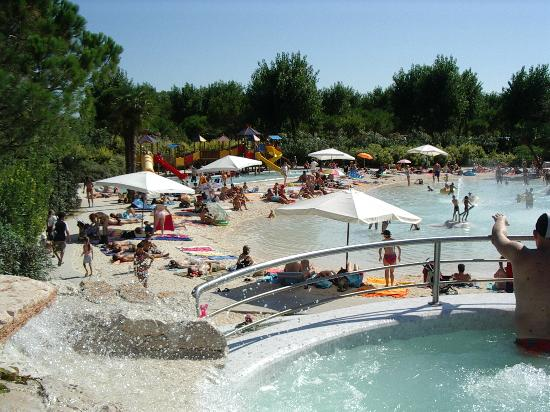 Union Lido Camping Lodging Hotel: Sand effect pool complex