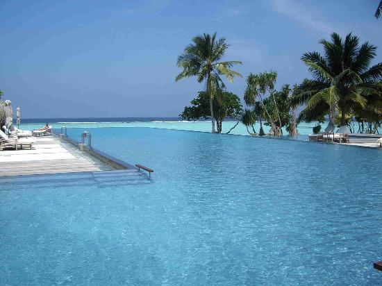 Four Seasons Resort Maldives at Landaa Giraavaru: Main Pool