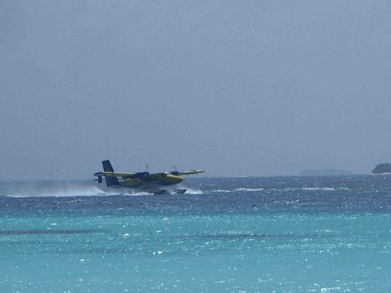 Four Seasons Resort Maldives at Landaa Giraavaru: Seaplane Landing