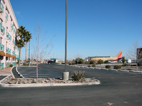 Radisson Hotel El Paso Airport: Now thats service!