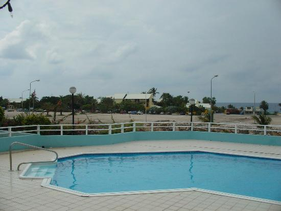 Bon Bini Seaside Resort: Pool and view towards Mambo Beach