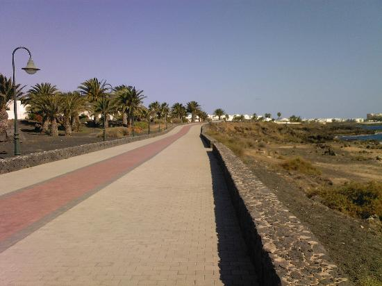 Santa Rosa: The pathway along Playa Bastian