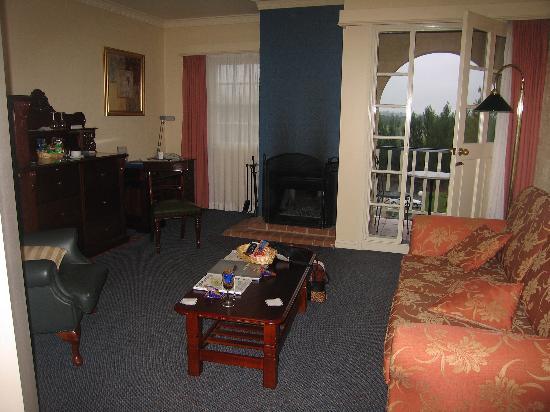 เซเบลรีสอร์ทแอนด์สปาฮอล์คเคสเบอร์รี่วัลเลย์: Room 77 (suite) living room