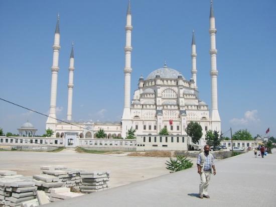 Radisson Blu Hotel, Mersin: Adana Mosque - Enroute to Mersin