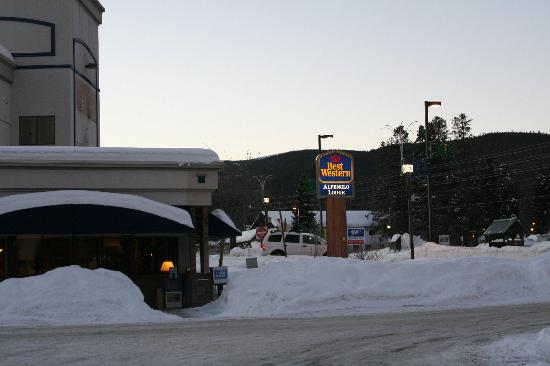 Best Western Alpenglo Lodge: View of the entrance to the Alpenglow