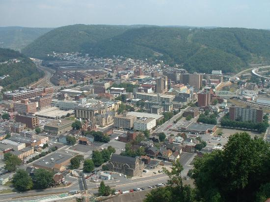 Johnstown, Pennsylvanie : Downtown, looking from Incline Plane
