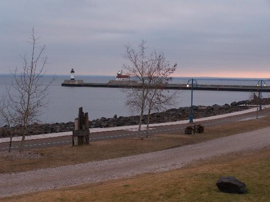 The Inn On Lake Superior: Another Balcony Picture (Looking towards Canal Park)