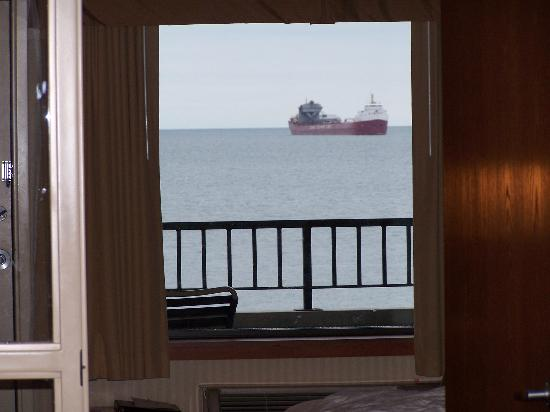 The Inn On Lake Superior: Ship Coming In!