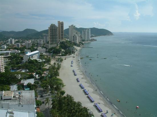 Santa Marta, Kolombia: A look at the wonderful beach located across the street from our hotel
