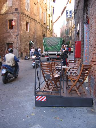 B&B San Francesco: Small cafe outside B&B