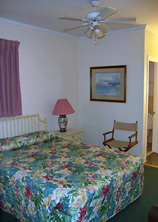Sea Foam Motel: Bedroom area
