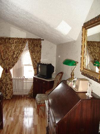 Waverley Inn: Some of the beautiful furniture