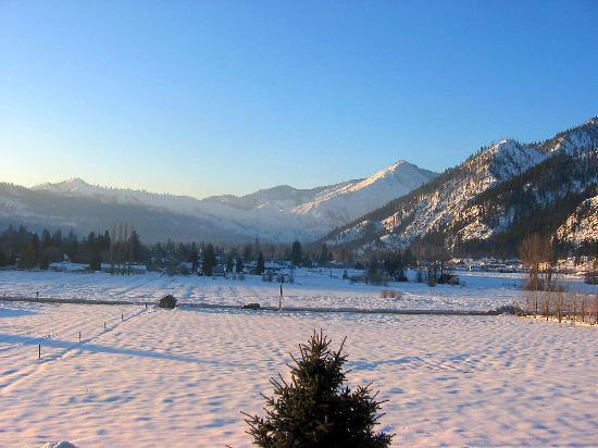 Leavenworth, WA: Looking south in the morning