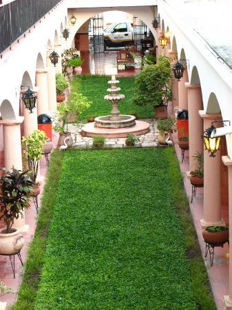 Hotel Zaci : Zaci toward entrance