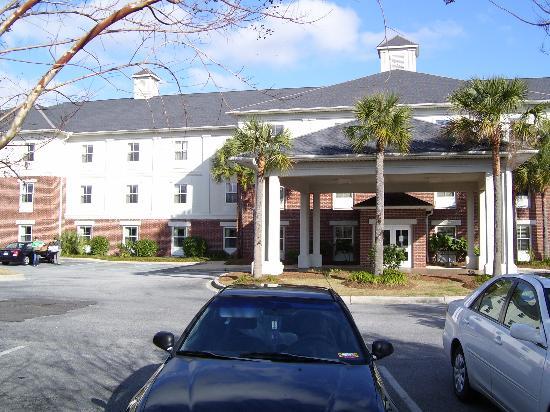 Quality Inn & Suites Patriots Pt.: Hotel Exterior