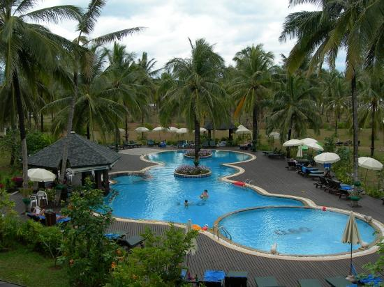 Khaolak Orchid Beach Resort : The Pool, very clean, pool bar, lots of shade, free towels, kids toys, showers, view of the...