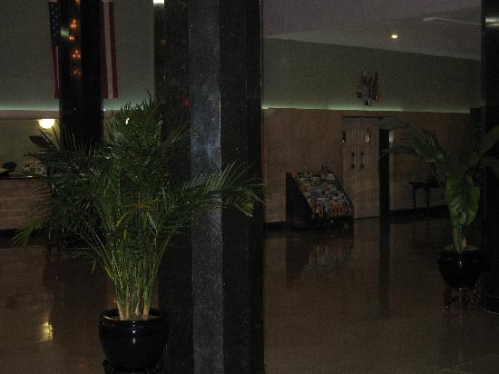 Sherry Frontenac Hotel: The Lobby