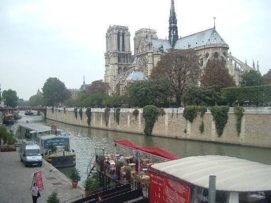 Hôtel Résidence Henri 4: Notre Dame - just down the street