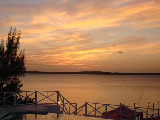 Romora Bay Resort & Marina: Sunset view from Romora Bay