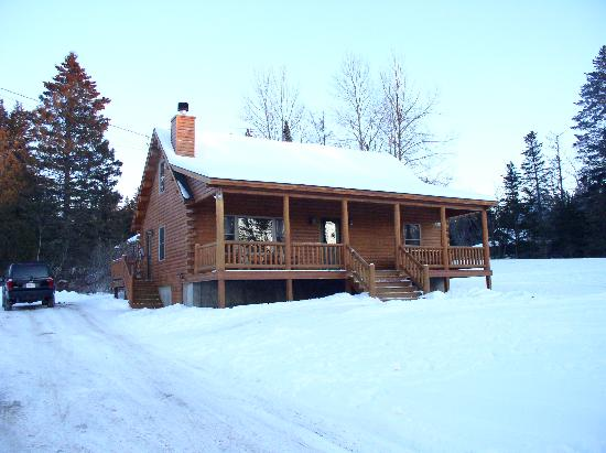 Rangeley Lake Resort, a Festiva Resort: One of the 3 bedroom log cabins.
