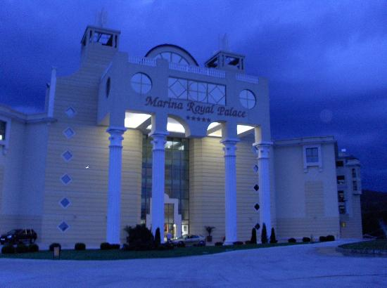 Duni Marina Royal Palace: As you arrive in the evening