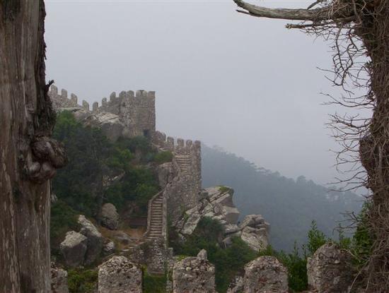 Castle of the Moors : Castelo dos Mouros-b (Lisboa, Portugal)