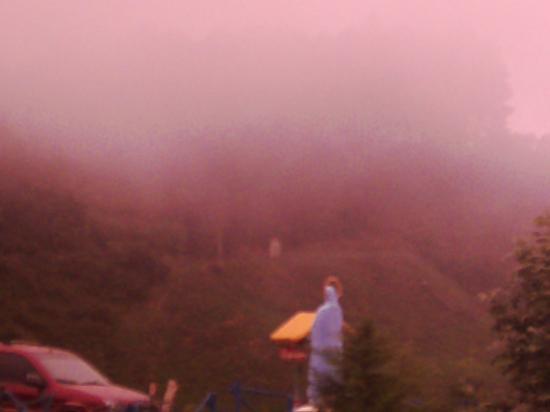 Nidal de nubes: Montañas que besan las nubes