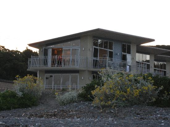 Kaikoura Waterfront Apartments: the apartment from seashore (upper floor)