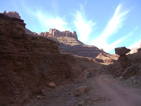 Moab, Γιούτα: Jughandle Trail which eventually leads up 2000ft to Dead Horse Point