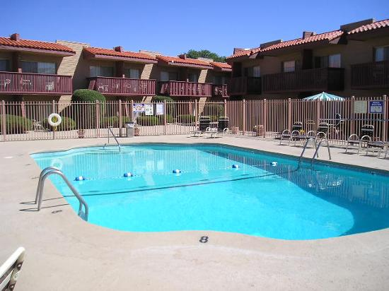 Quality Inn Santa Fe: Pool side view